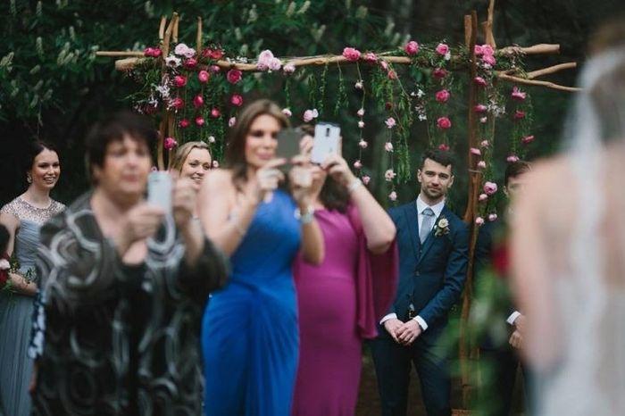 ¿Prohibirías celulares en tu boda? 1