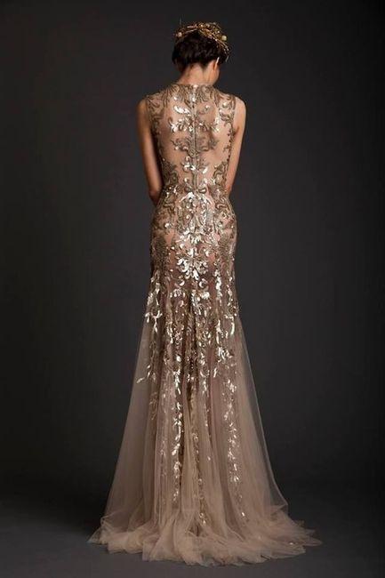 Complementos para un vestido dorado largo