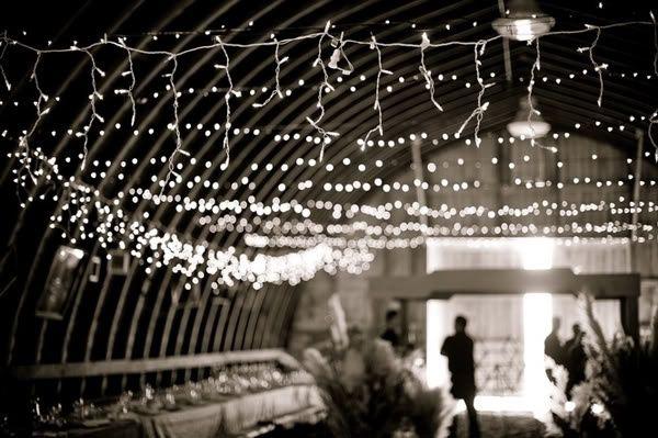 Decoraci n de matrimonio con luces de navidad for Decoracion de salon con telas y luces