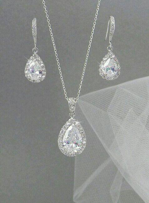 897c96869217 Usar collar o no en escote corazón  - Foro Moda Nupcial - bodas.com.mx