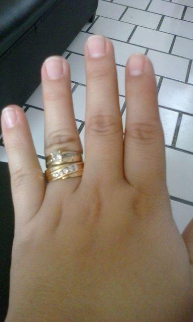 En que dedo va el anillo de compromiso en ecuador