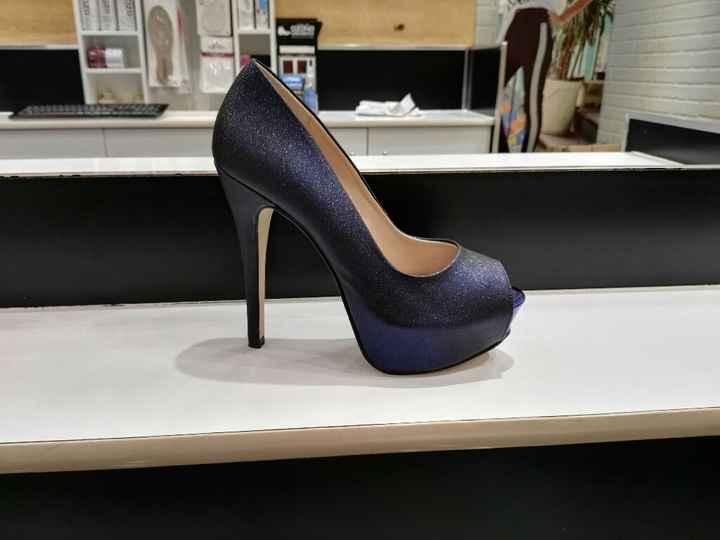 Para novias diferentes,zapatillas azules - 1