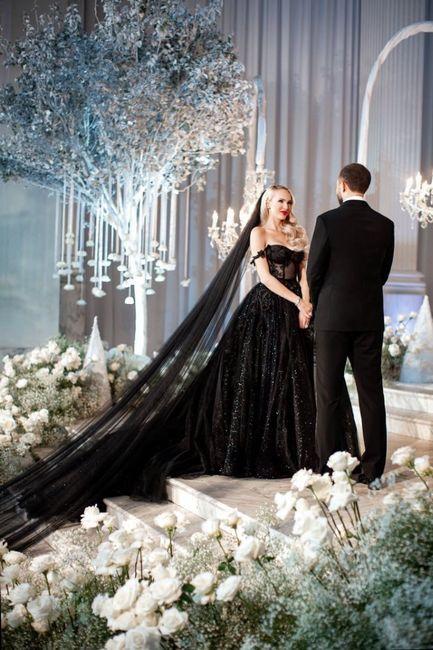 ¿Ustedes se casarían con un vestido negro? 1