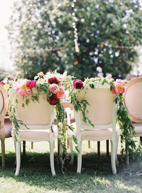 Sillas de los novios con flores 🌼🌸🌻🌺🌹 2