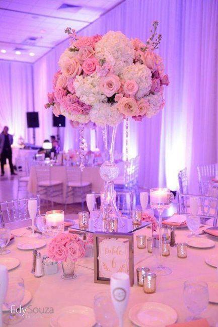 Centros de mesa altos en tonos pastel 5