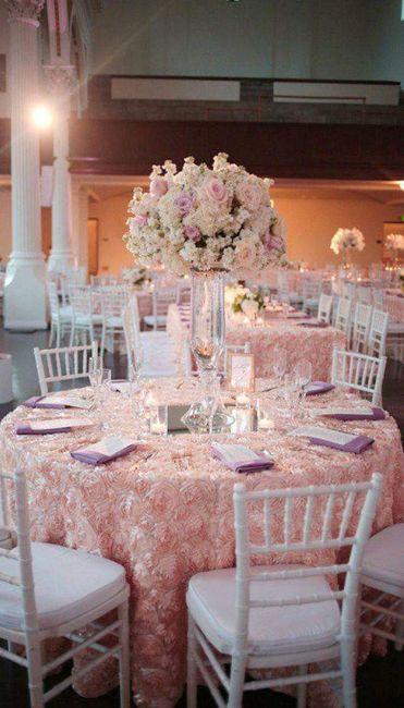 Centros de mesa altos en tonos pastel 6