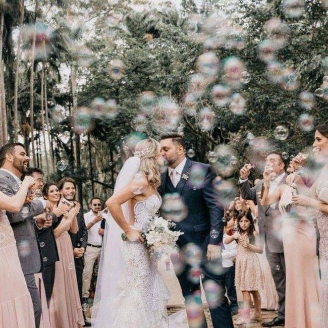 Al salir de la iglesia, lluvia de burbujas 4