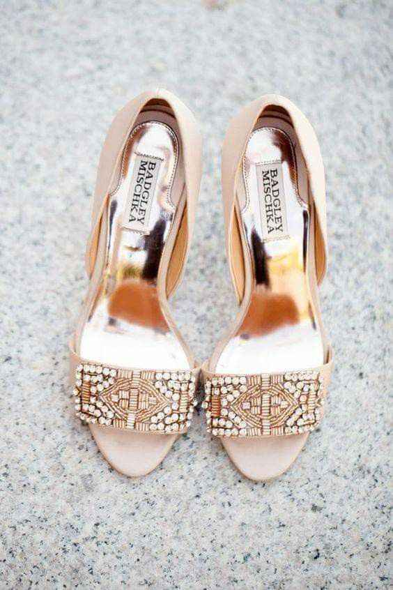 Hermosas zapatillas doradas 1