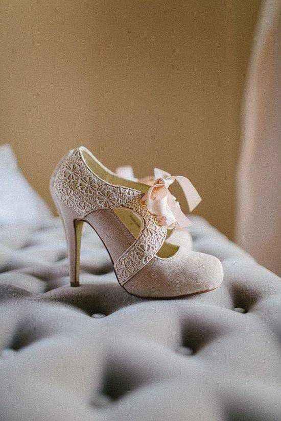 Hermosas zapatillas doradas 2
