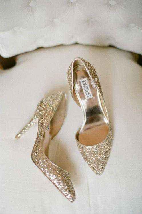 Hermosas zapatillas doradas 4