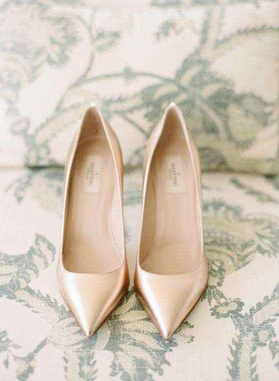 Hermosas zapatillas doradas 5