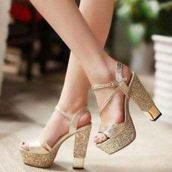 Hermosas zapatillas doradas 7