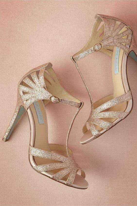 Hermosas zapatillas doradas 8