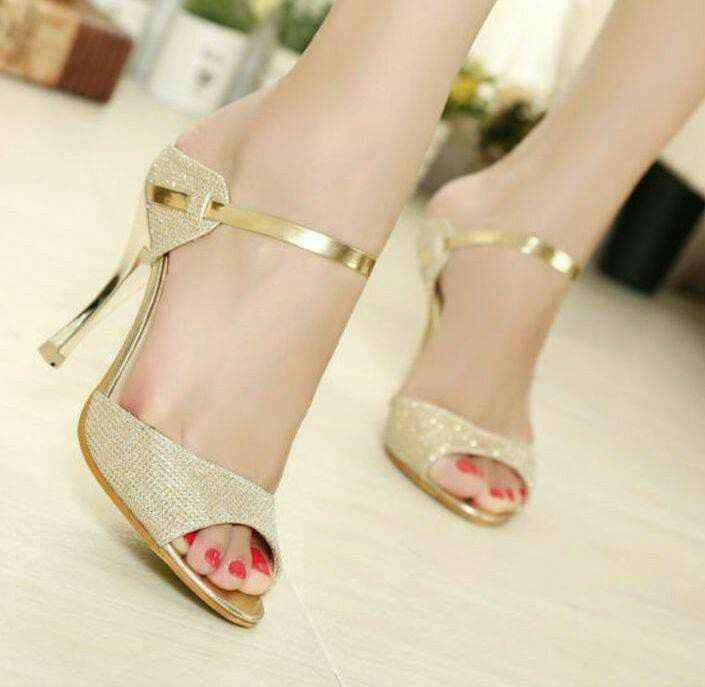 Hermosas zapatillas doradas 12