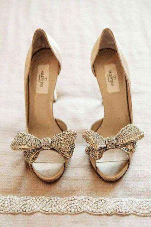 Hermosas zapatillas doradas 14