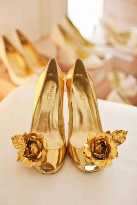 Hermosas zapatillas doradas 15