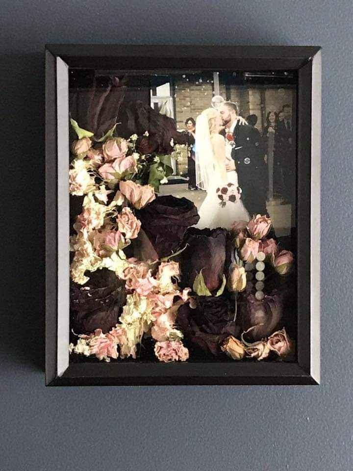 Flores preservadas en un marco especial 4