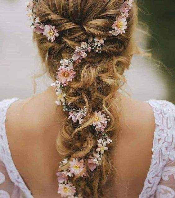 Peinados decorados con flores o follaje 2