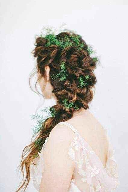 Peinados decorados con flores o follaje 3