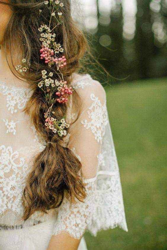 Peinados decorados con flores o follaje 4