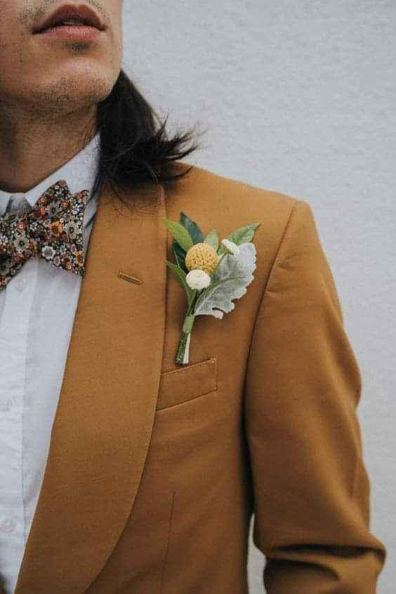 Verano-otoño: trajes en color mostaza 1