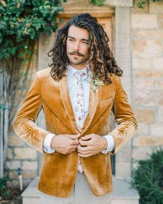 Verano-otoño: trajes en color mostaza 2