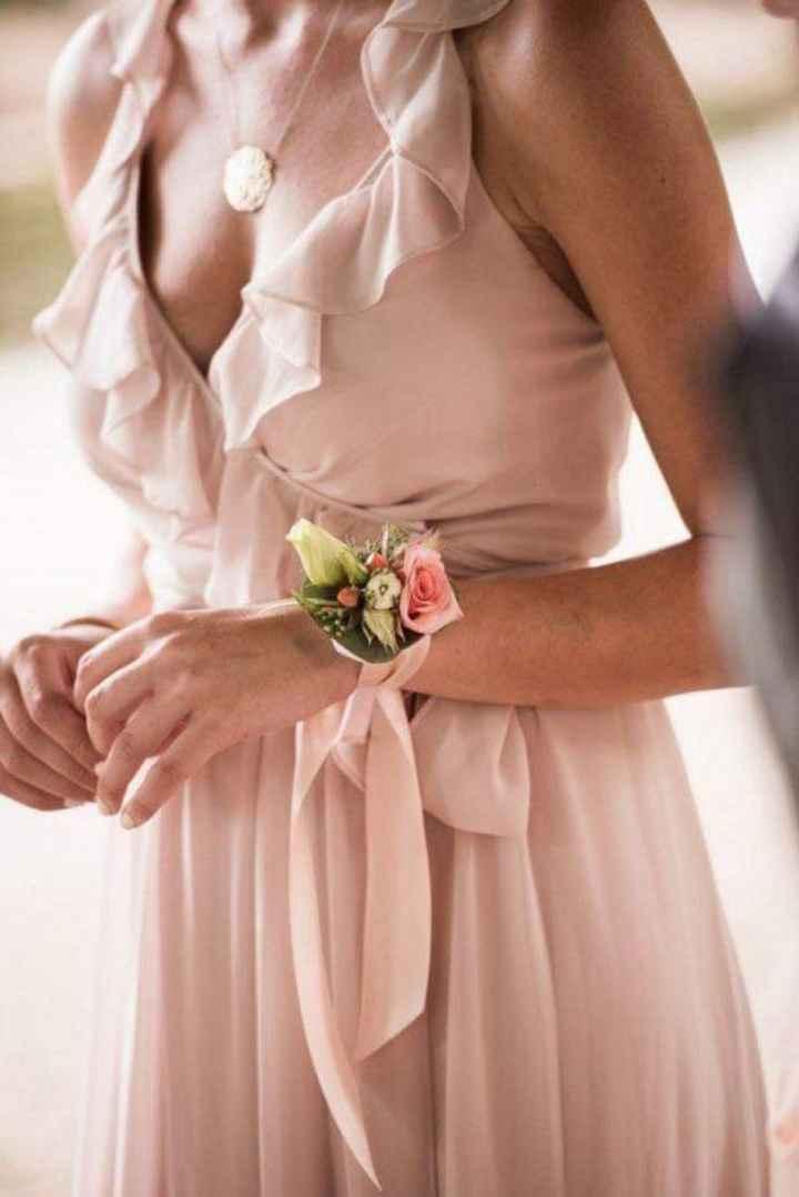 Corsage o pulsera floral para tus damas - 1