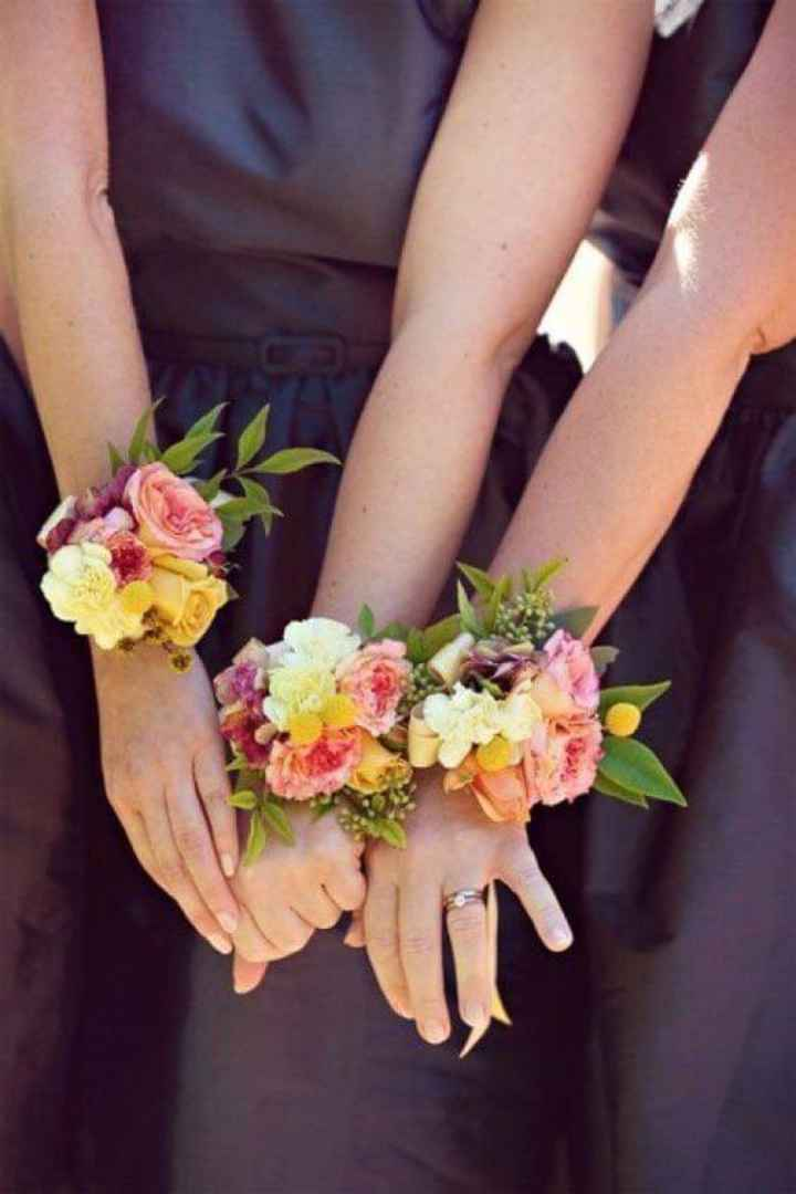 Corsage o pulsera floral para tus damas - 3