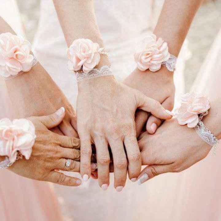 Corsage o pulsera floral para tus damas - 4