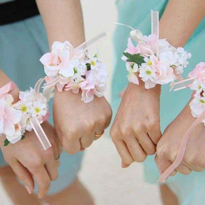Corsage o pulsera floral para tus damas - 6