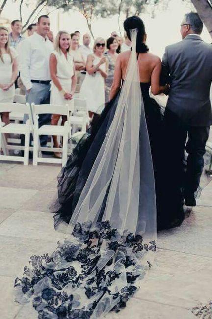 Vestidos de novia en color negro y blanco