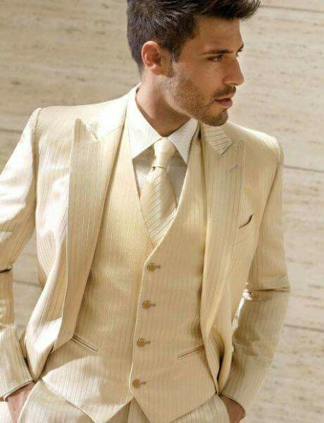 trajes de novio color beige