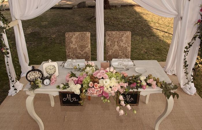 Decoraci n mesa principal foro organizar una boda for Muebles para bodegas rusticas