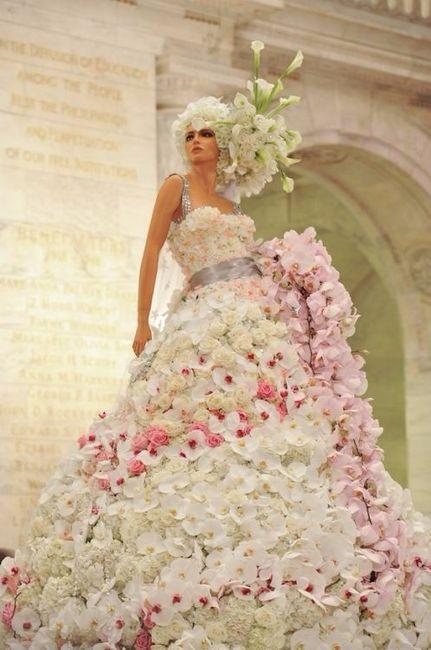 Vestido de novia con flores naturales