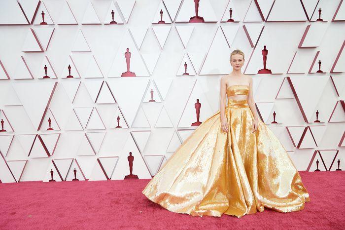 Premios Oscar 2021: ¡No te pierdas los mejores looks aquí! 👗 3