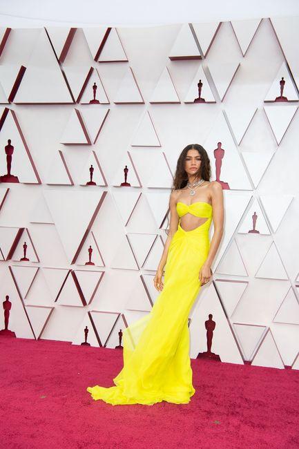 Premios Oscar 2021: ¡No te pierdas los mejores looks aquí! 👗 5