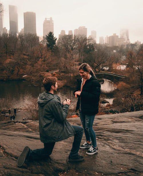 ¿Se arrodilló cuando te dio el anillo? - 1