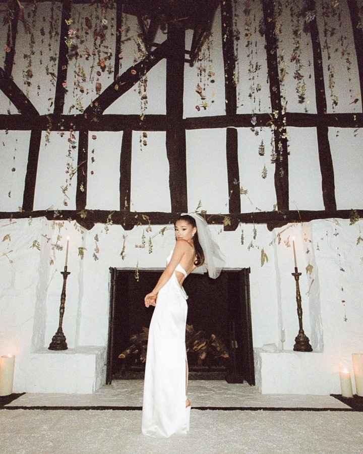 ¡No te pierdas el espectacular vestido de novia de Ariana Grande! - 7