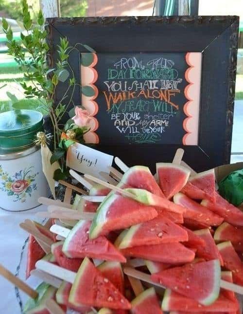 Temática de boda Tropical: Pastel y mesa de postres. 5