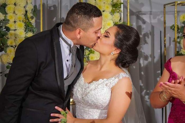 Muestren su beso favorito con su Fm/esposo 13