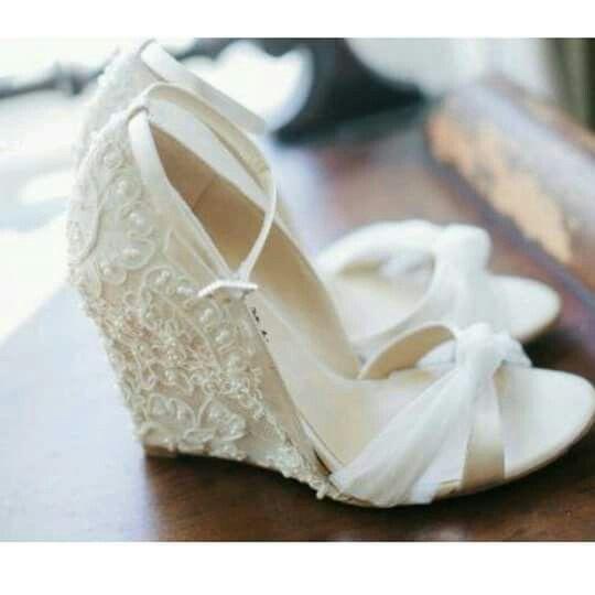 Boda en jard n qu zapatos uso 1 fotos moda nupcial for Zapatos para boda en jardin