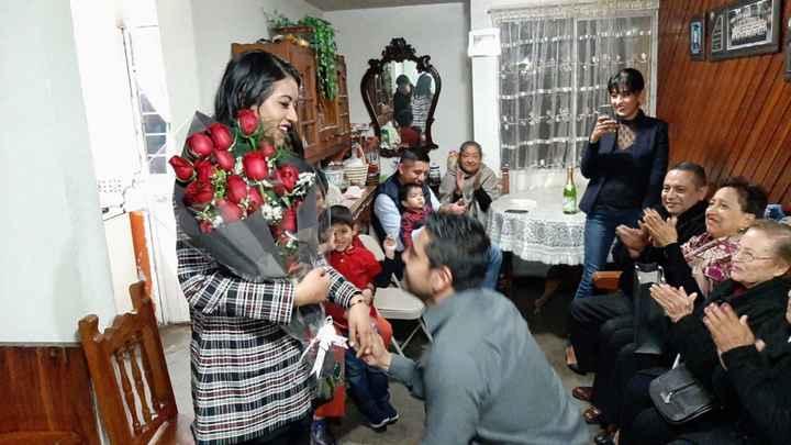 Zaira reta a los novios de la comu a mostrar una foto del lugar donde se comprometieron - 1