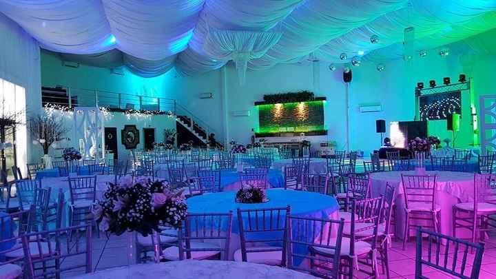 Mi salón, luces verde, azul, morado