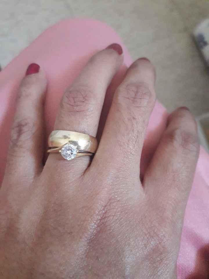 📸 Publica una foto mostrando su anillo de compromiso o alianza de boda - 1