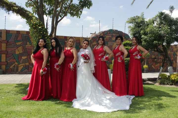 Colores: Vestidos de las damas en rojo - 1