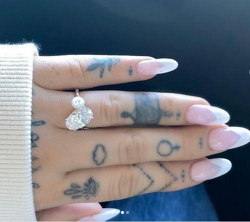 Después de 10 meses de noviazgo, Ariana Grande es la prometida de Dalton Gómez 2