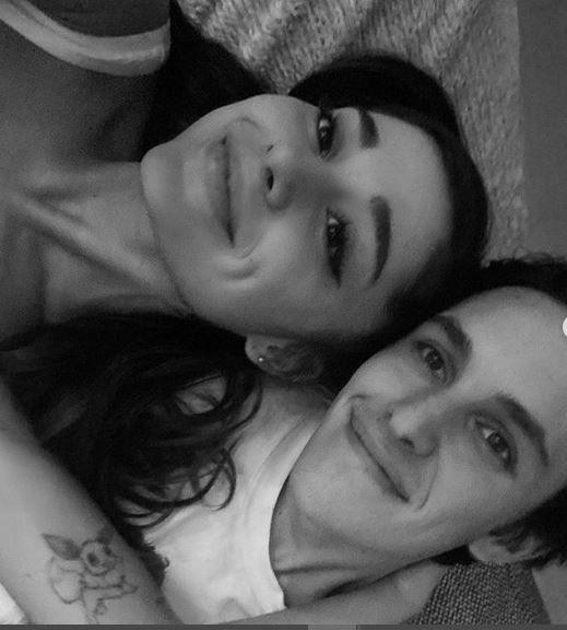 Después de 10 meses de noviazgo, Ariana Grande es la prometida de Dalton Gómez 1