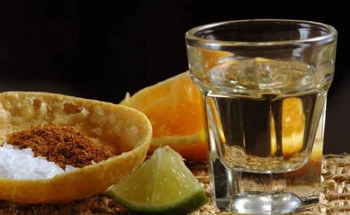Daremos la bienvenida con una barra de shots de Mezcal traído desde la mismisima Oaxaca