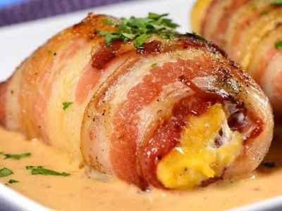 Escogimos una deliciosa suprema de ave rellena de queso crema y tocino, en salsa de chipotle (ESTABA