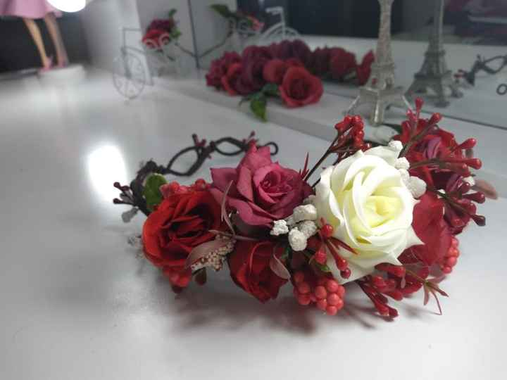 Pedí una corona de flores para mi sesión informal Save the date Volumen 2 porque ya tuvimos una jaja